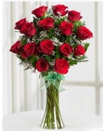 Cam vazo içerisinde 11 kırmızı gül vazosu  Karaman yurtiçi ve yurtdışı çiçek siparişi