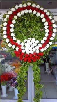 Cenaze çelenk çiçeği modeli  Karaman yurtiçi ve yurtdışı çiçek siparişi