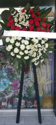 Cenaze çiçeği cenaze çiçek modelleri  Karaman cicekciler , cicek siparisi