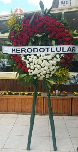Cenaze çelengi cenazeye çiçek modeli  Karaman çiçekçiler