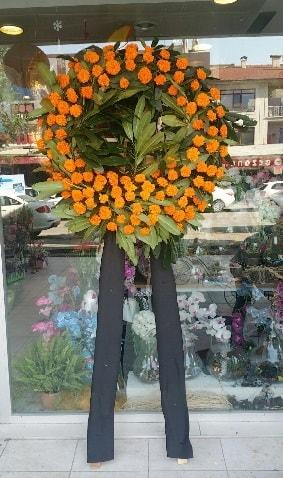 Cenaze çiçeği cenaze çelengi çiçek modeli  Karaman çiçek siparişi sitesi