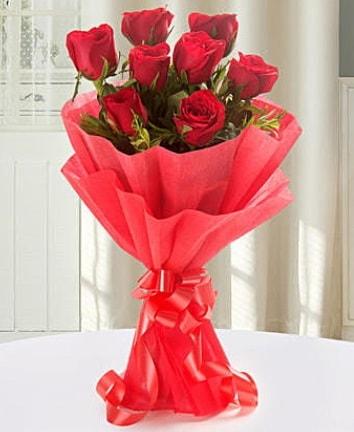 9 adet kırmızı gülden modern buket  Karaman ucuz çiçek gönder