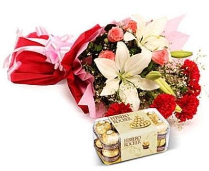 Karışık buket ve kutu çikolata  Karaman internetten çiçek siparişi