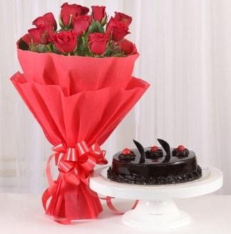 10 Adet kırmızı gül ve 4 kişilik yaş pasta  Karaman uluslararası çiçek gönderme