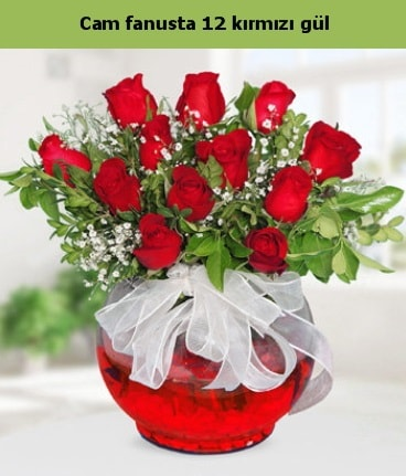 Cam içerisinde 12 adet kırmızı gül  Karaman uluslararası çiçek gönderme